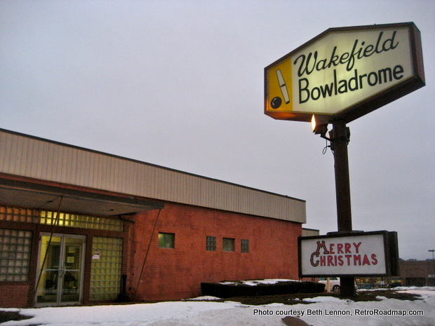 Candlepin Wakefield Bowladrome Wakefield MA Exterior and Sign RetroRoadmap