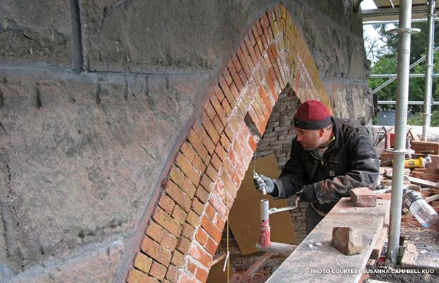 Cameron Orvin rebuilding the Casting Arch. Historic brick from Portland's Brewery Blocks was used for the visible surfaces. Credit: Susanna Campbell Kuo