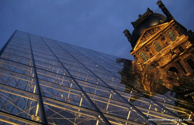 La pyramide du Louvre (The Louvre Pyramid) rises from Cour Napoléon in central courtyard of Musée du Louvre. Credit: wallyg, flickr