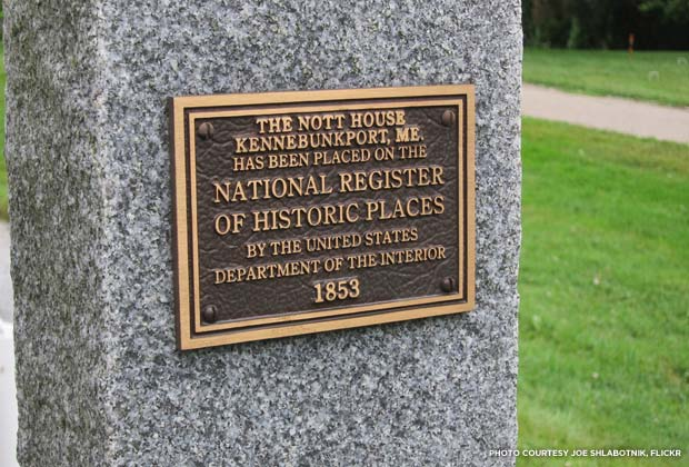 National Register plaque for the Nott House of Kennebunkport, Maine. Credit: Joe Shlabotnik, Flickr
