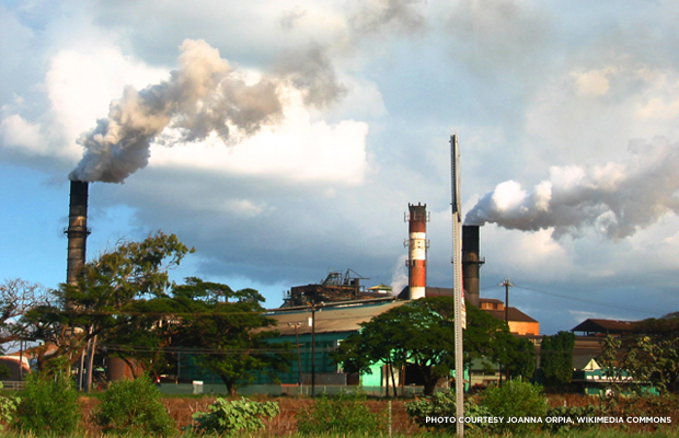 The Hawaiian Commercial & Sugar Company mill in Pu'unene, Mauai. Credit: Joanna Orpia, Wikimedia.