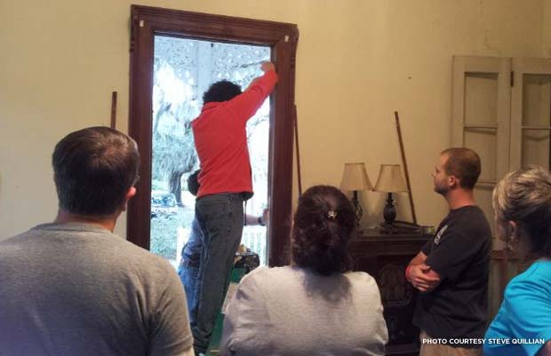 Angel Corrales teaches students how to restring a window. Credit: Steve Quillian