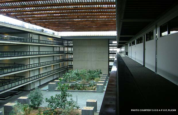 The massive atrium of the Bell Labs building. Credit: s o d a p o p, Flickr