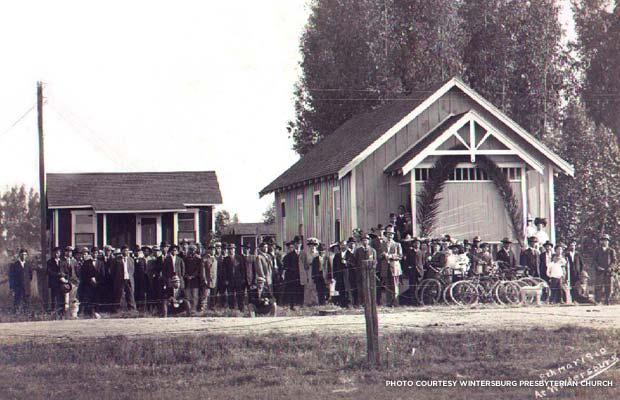 Wintersburg Japanese Presbyterian Mission and manse (parsonage), with congregation, in March 1910. Credit: Wintersburg Presbyterian Church