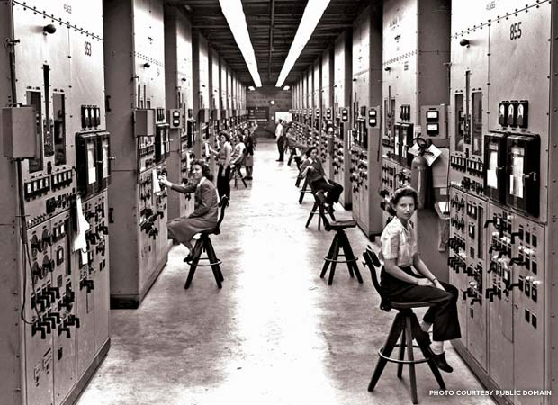 Calutron operators at the Y-12 plant in Oak Ridge, Tennessee. Credit: U.S. Army Corps of Engineers