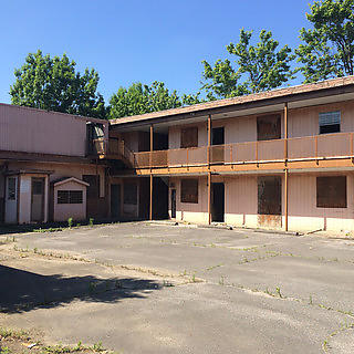 Internal courtyard of Gaston Motel