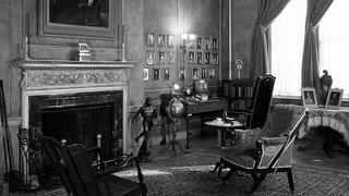 Woodrow Wilson House Interior Moulding in Black and White