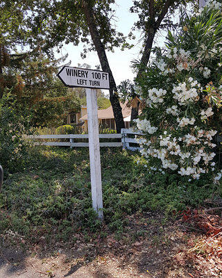 Sign pointing to Gundlach Bundschu Winery in Sonoma, California