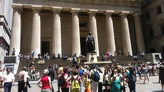 Federal Hall and the iconic George Washington statue are a highlight for tour- ists visiting Lower Manhattan.