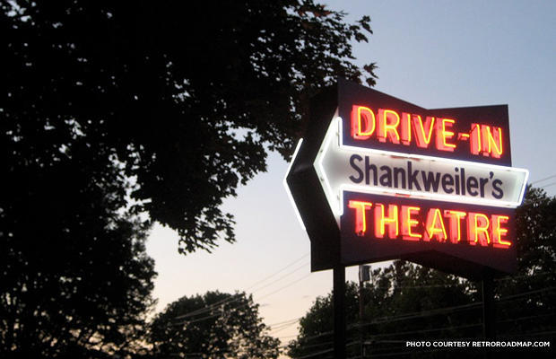 America s oldest drive in movie theater still draws a for Drive in movie theaters still open