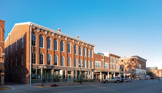 Street view of the Union Block building in Mount Pleasant, Iowa