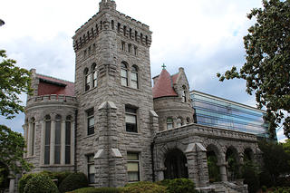 Rhodes Hall. Sourced from Flickr.