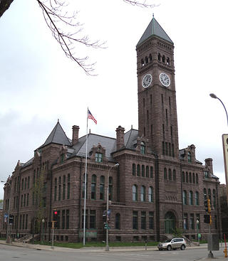 Old Courthouse Museum in Sioux Falls, South Dakota. Sourced from Wikimedia Commons.