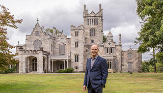 Geoffrey Baer stands outside of Lyndhurst mansion
