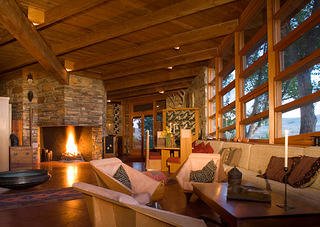 With this fireplace at Teater's Knoll, Wright wanted to create a rustic feeling for this Western structure, much like the National Park architecture of the region.
