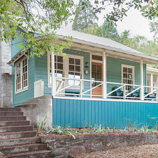 Exterior of Andy Carpentier's Sonora Cabin, photo by Kat Alves