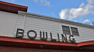 Vintage Neon Sign at Papp's Bowling Center
