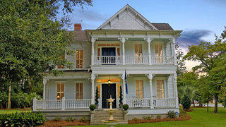 Front view of South Carolina Victorian home.