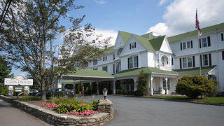 Exterior shot of the Green Park Inn in Blowing Rock, North Carolina.