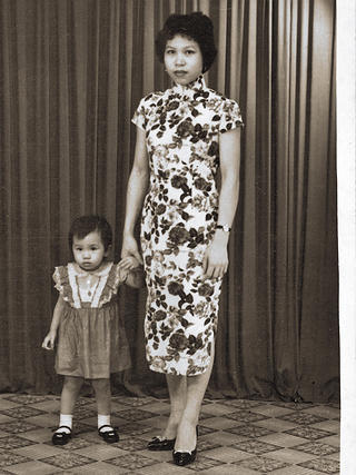 A history photo of Mrs. Wong and her young daughter, Yat Ping. Credit: Travis Roozée