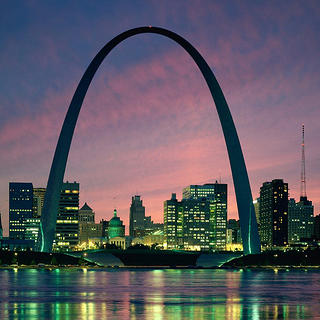 The Gateway Arch at night.