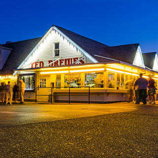 The exterior of Ted Drewes Frozen Custard.