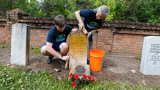 Jack and LeAnne Cantrell participate in a HOPE Crew event at Chalmette National Cemetery.