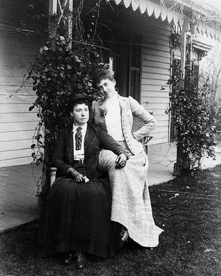 A photo of Violet Ward and Friend, taken in 1900.
