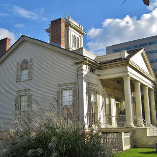 Clarke House Museum as seen from the side with visitors