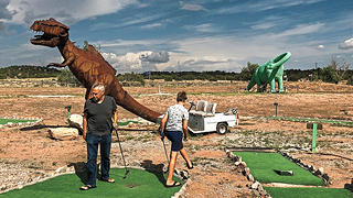 A mini golf course on Route 66.
