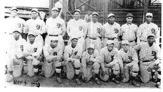 The Detroit Stars, pictured in St. Louis before Opening Day in 1930.