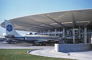 Boeing 707-121 at the Pan American Worldport in July 1961.