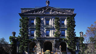 Exterior of Kykuit with foliage