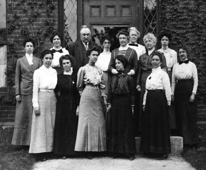 """How Three Women """"Computers"""" Made History at the Harvard Observatory   National Trust for Historic Preservation"""