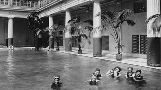 Helen Gould (second from right) enjoys the pool with her adopted   children and friends, c. 1920. Lyndhurst Archives at WCHS.